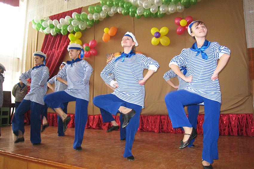 танец в школе на 23