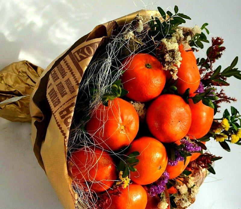 Букет из мандаринов и цветов