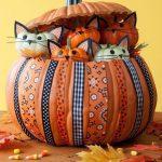 Фото 65: Корзинка с котятами из тыквы