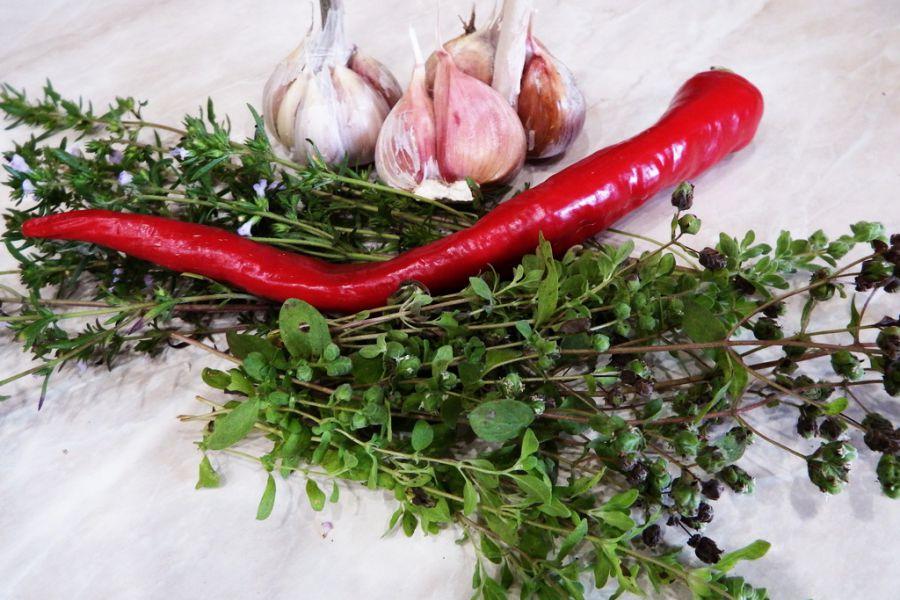 Свежие душистые травы добавят неповторимый аромат маринованным продуктам