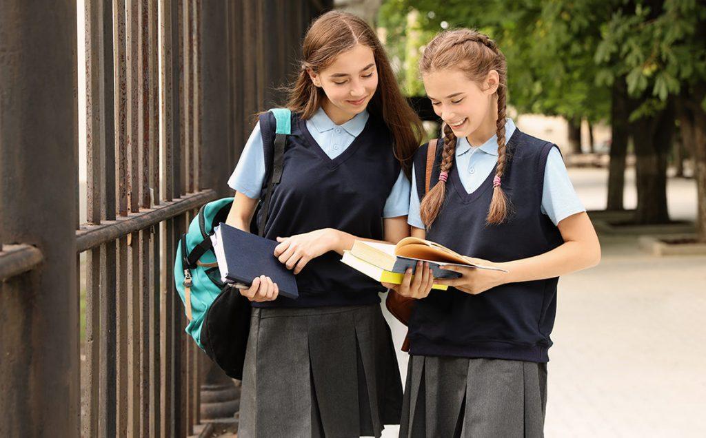 Подбор формы для школьниц