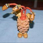 Фото 74: Змей Горыныч из шишки и желудей