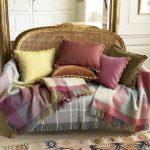 Фото 3: Украшение классических подушек тесьмой