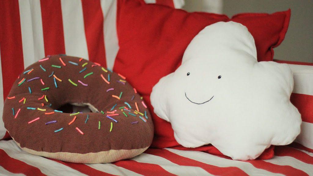 Декоративные подушки интересной формы