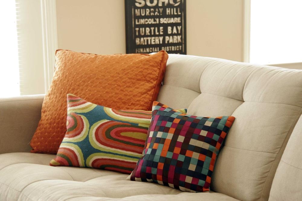 Гармонирование цветов подушек