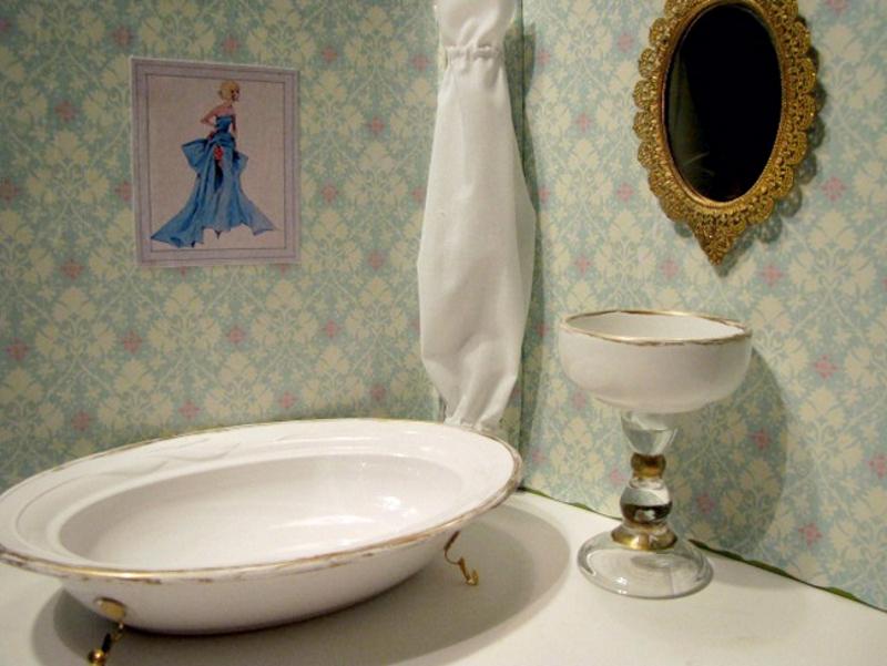 Ванна и раковина из старой посуды