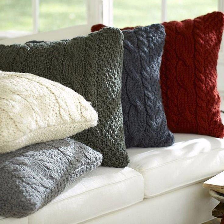 Узор из кос вязаной подушки