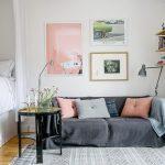 Фото 24: Диванные подушки мягких цветов в скандинавском стиле