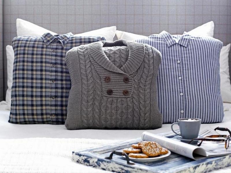 Подушки из свитера с горловиной