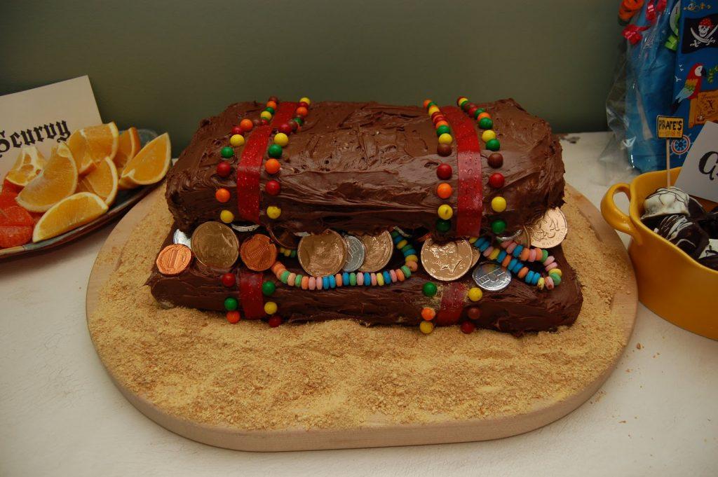 Торт — пиратский сундук