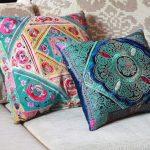 Фото 16: Диванные подушки в индийском стиле