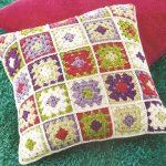 Фото 69: Вязанные подушки в стиле пэчворк
