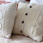 Фото 119: Вязанные подушки из свитера