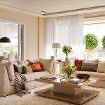 Фото 58: Бежевый цвет в интерьере гостиной с белым