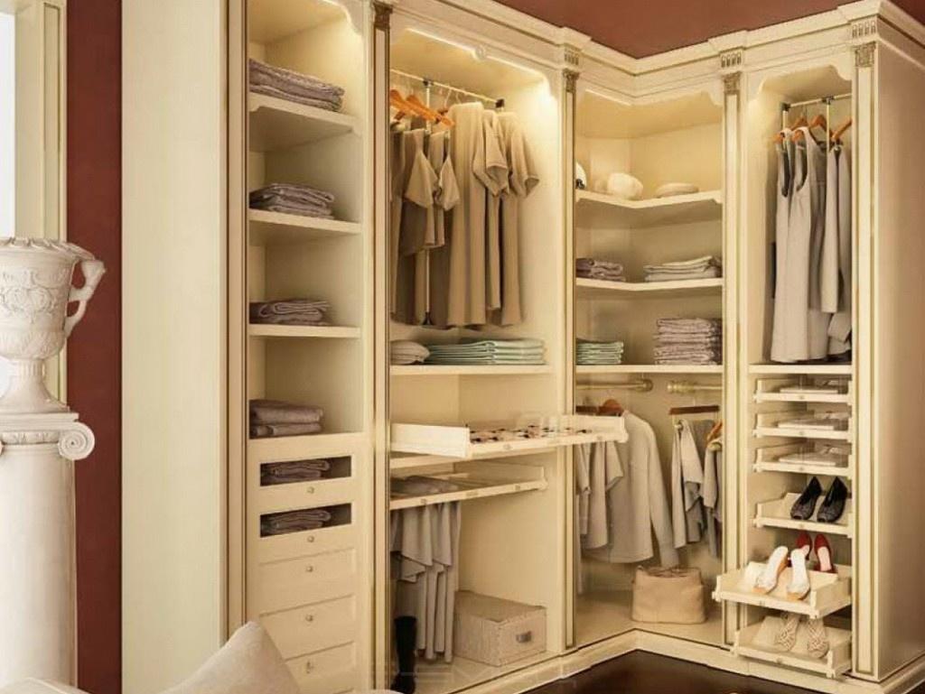 Фото вместительных гардеробных.
