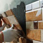 Фото 123: Кладка плитки на стене кухни