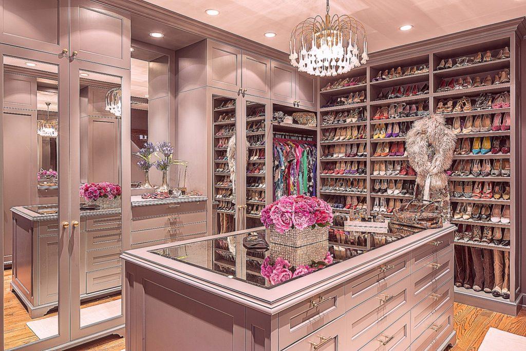 Отличная идея дизайна гардеробной комнаты