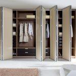 Фото 110: Поворотные двери гардеробной