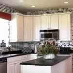 Фото 130: Пример оклейки кухни обоями