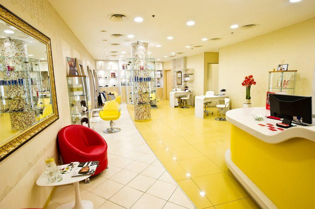 Желтый цвет в интерьере салона красоты