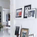 Фото 20: Фотографии в рамках на стене в интерьере