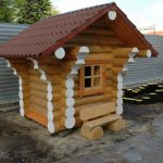Фото 38: Бревенчатый детский домик на участке
