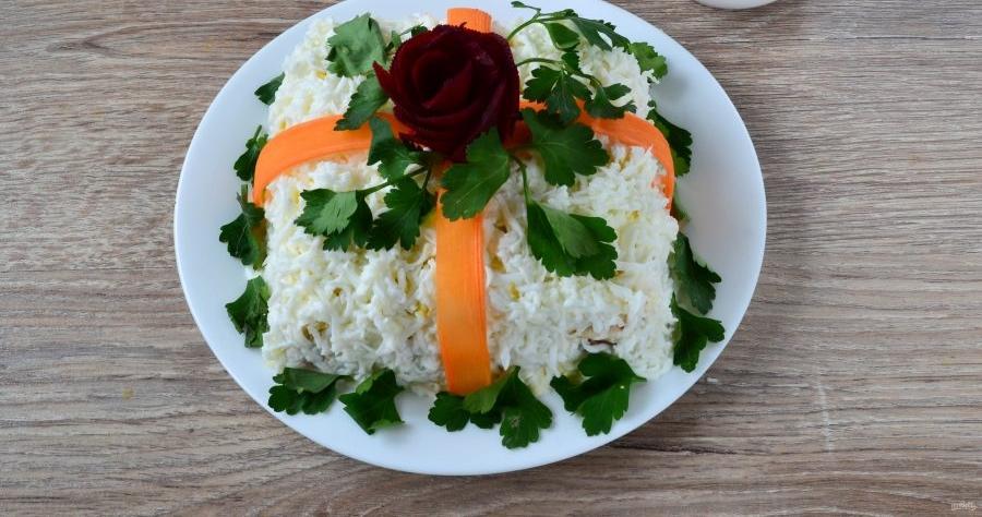 Салат в виде подарка