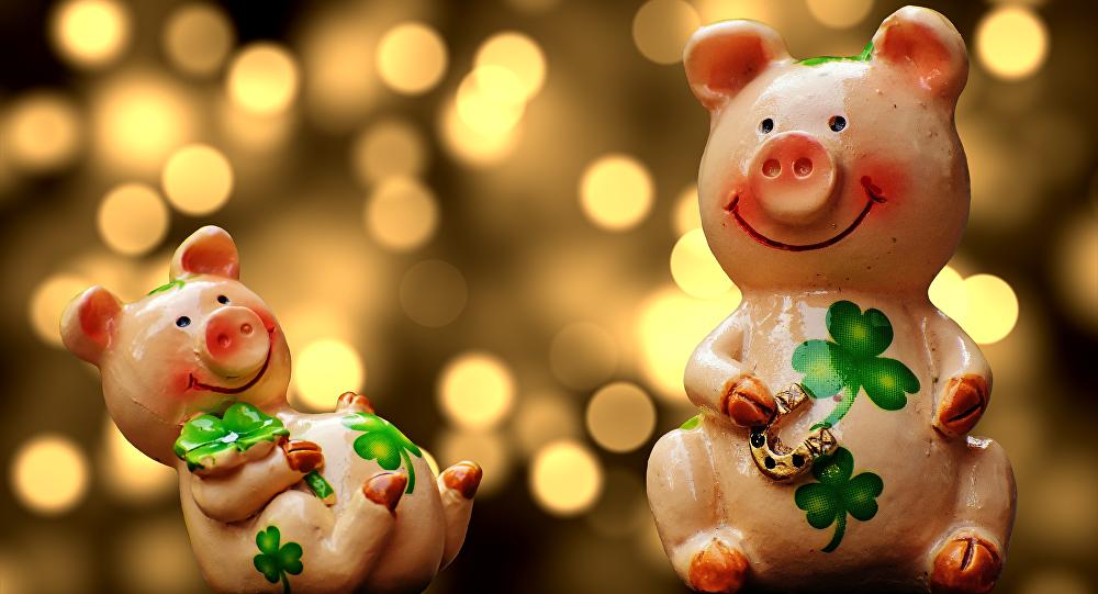 Фигурки свинок к Новому Году