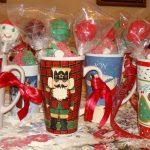 Фото 17: Новогодние подарки в кружках из конфет