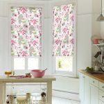 Фото 34: Цветочный принт для рулонных кухонных штор