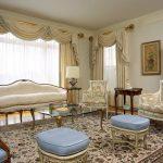 Фото 14: Многослойные шторы в большой гостиной