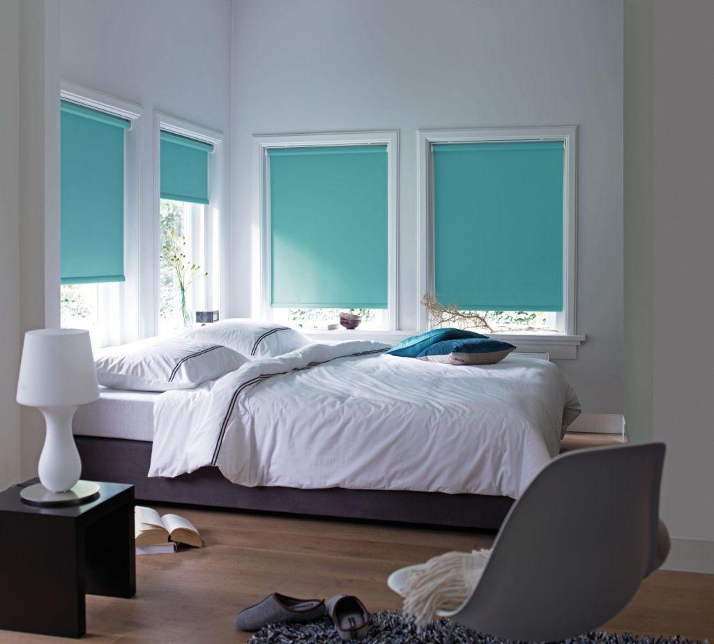 Плотные рулонные шторы для спальни
