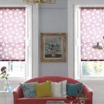 Фото 16: Рулонные шторы с принтом в гостиной