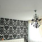 Фото 1: Установка люстры с натяжным потолком