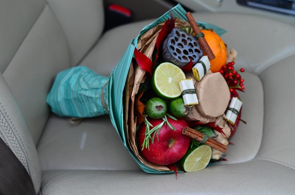Фруктовый букет в подарок учителю на 1 сентября