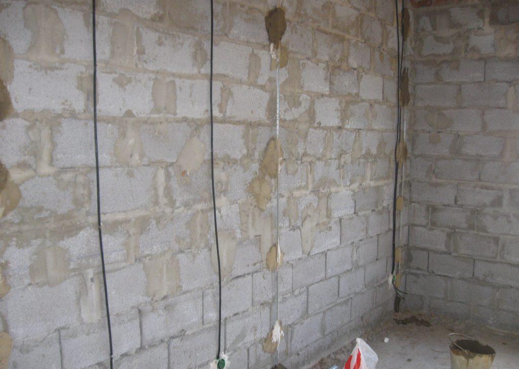 Правильно установка маяков и штукатурка стен