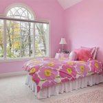 Фото 19: Простой дизайн спальни в розовых тонах