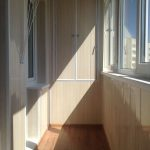 Фото 25: отделка балкона панелями