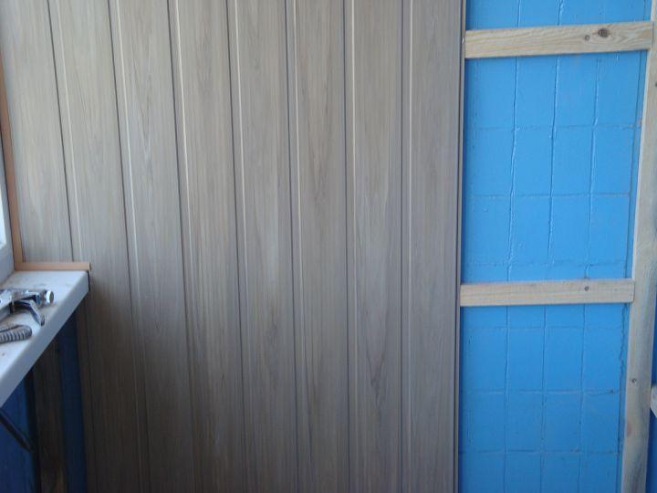 Монтаж панелей на балконе