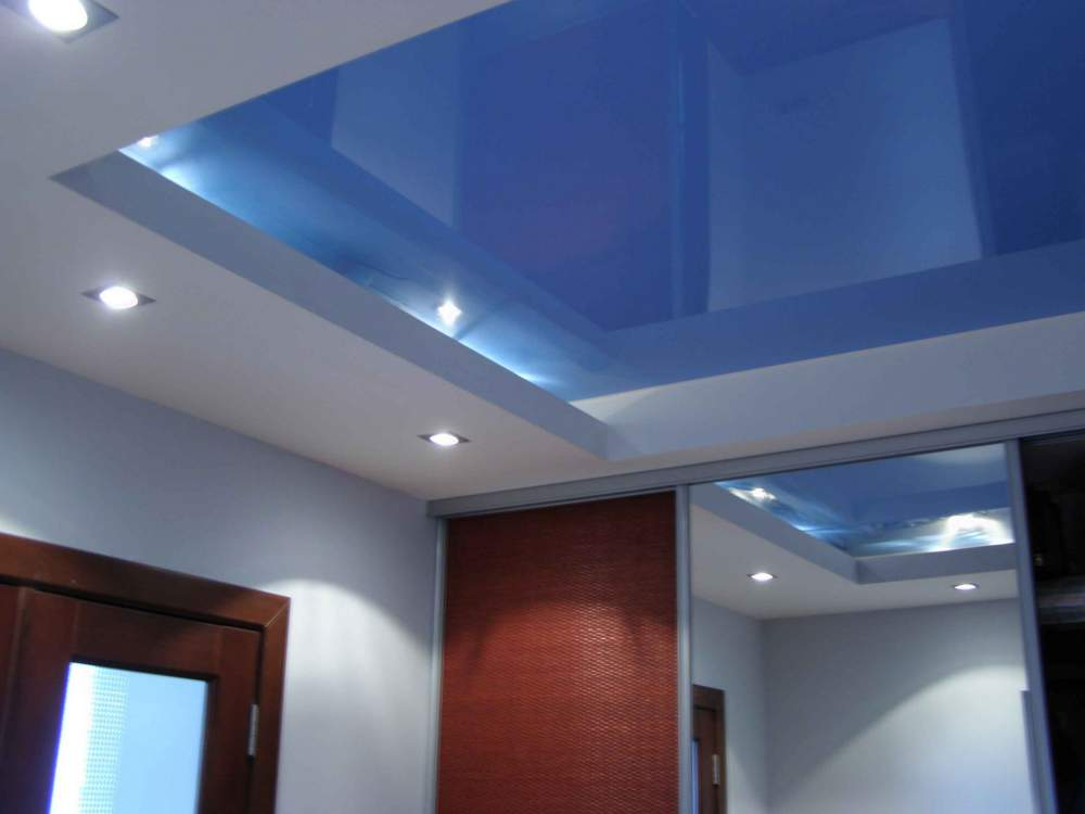 Двухъярусные потолки помогают скрыть неровности поверхности и перепады между перекрытиями