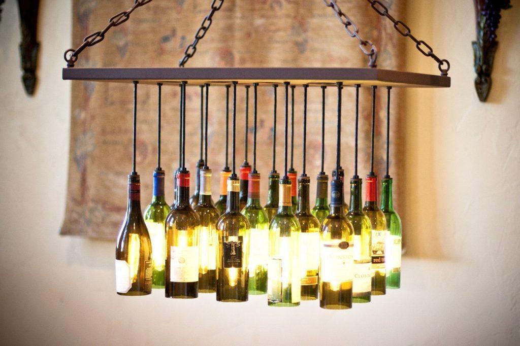 Люстра из бутылок - дизайнерское решение