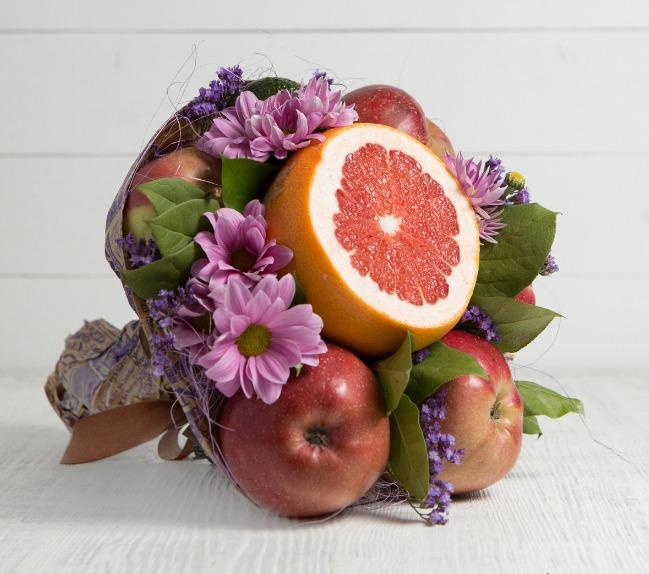 Красивый букет из любимых фруктов
