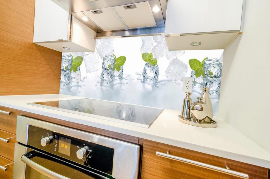 Кубики льда с мятой - фотопечать на фартуке для кухни