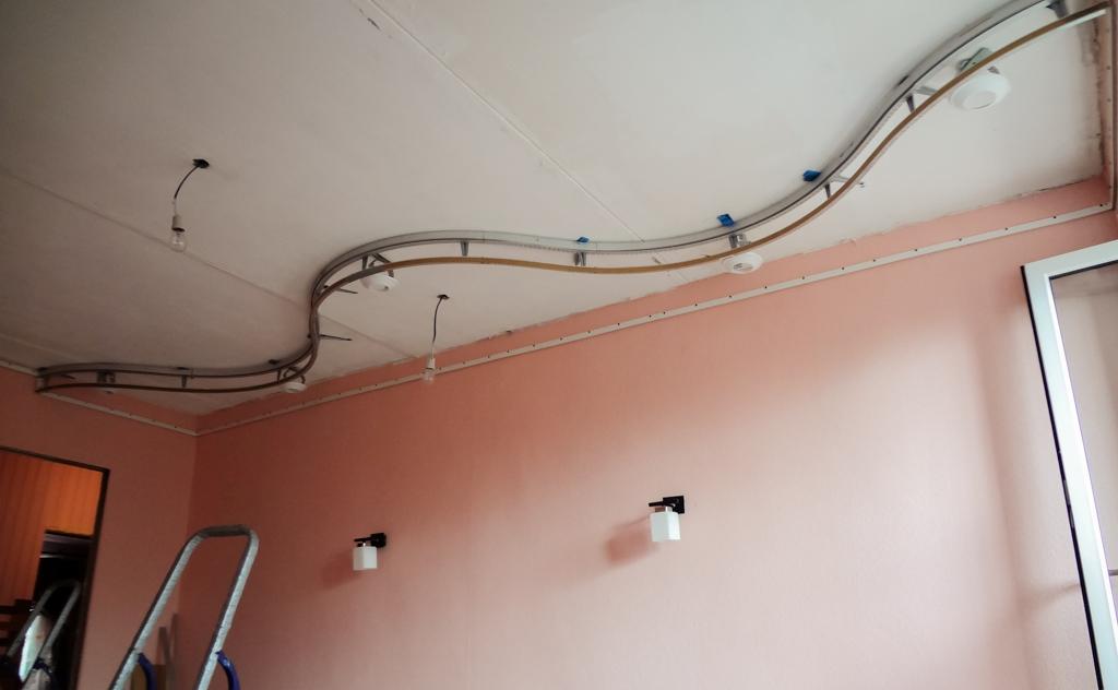 Каркас двухуровневого потолка снижает высоту помещения