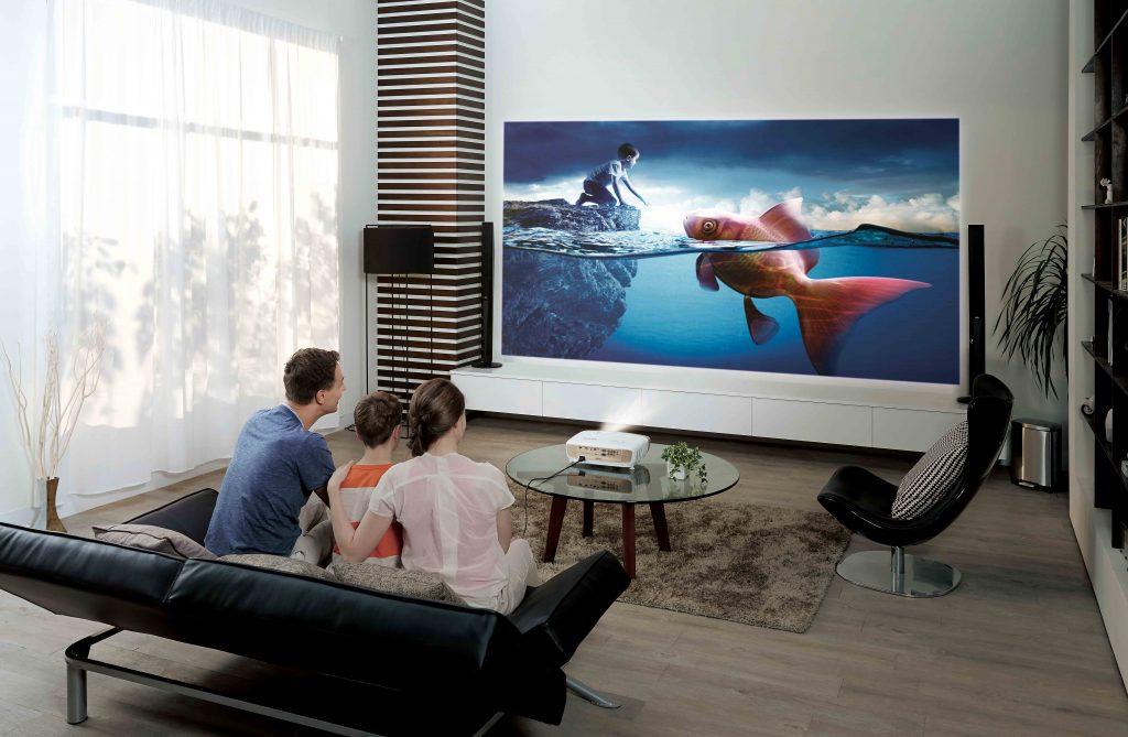 Современный проектор для домашнего кинотеатра