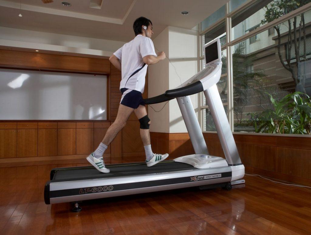 Подбираем удобную беговую дорожку для домашнего спорта