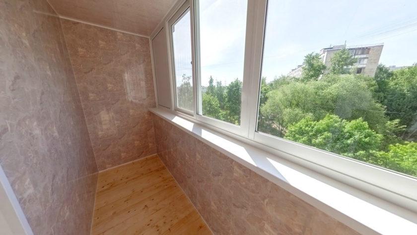 Остекление и отделка балкона внутри