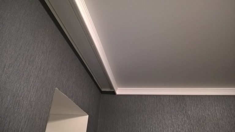 Как правильно подобрать размер плинтуса для комнаты