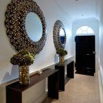 Фото 55: Круглые зеркала в интерьере прихожей