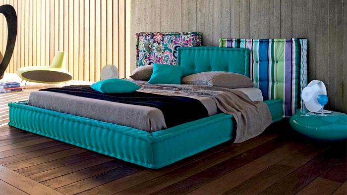 Ярко бирюзовая кровать